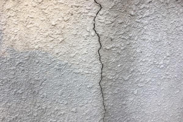 熊本地震ひび割れ画像